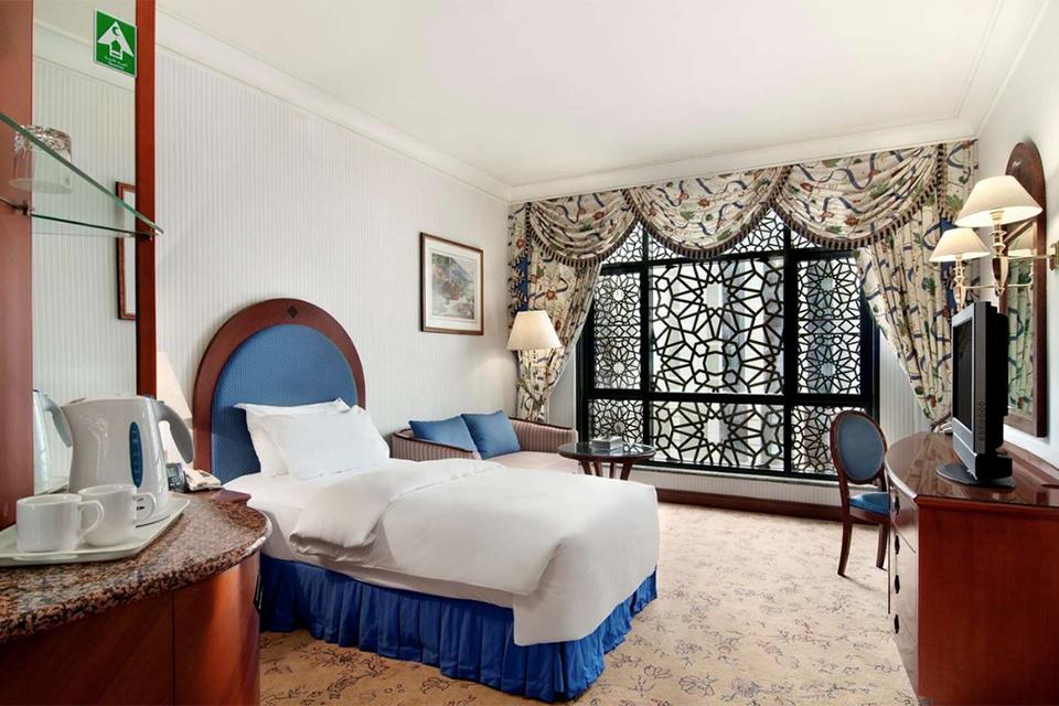 Madinah_Hilton_Room_0021